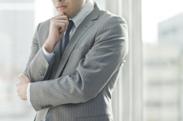 人員不足に悩むビジネスマン